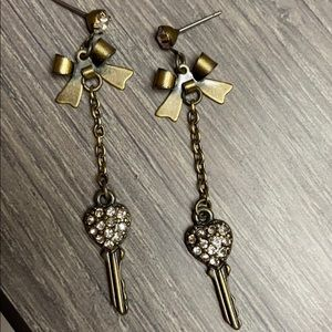 NWOT Bow and Key Earrings